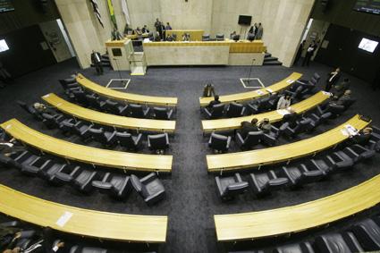 Sem representantes da Prefeitura, audiência pública reforça críticas ao aumento de velocidade nas marginais