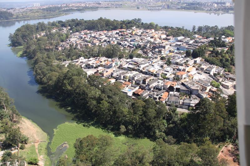 Sabesp perde 36% da água e trata 52% do esgoto em SP, diz instituto