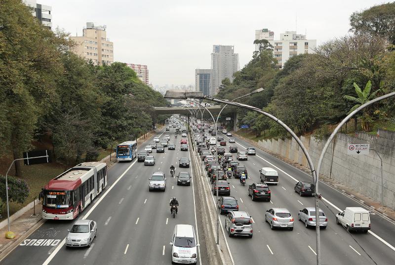 Ônibus estão 22% mais rápidos nas faixas exclusivas da av. 23 de Maio