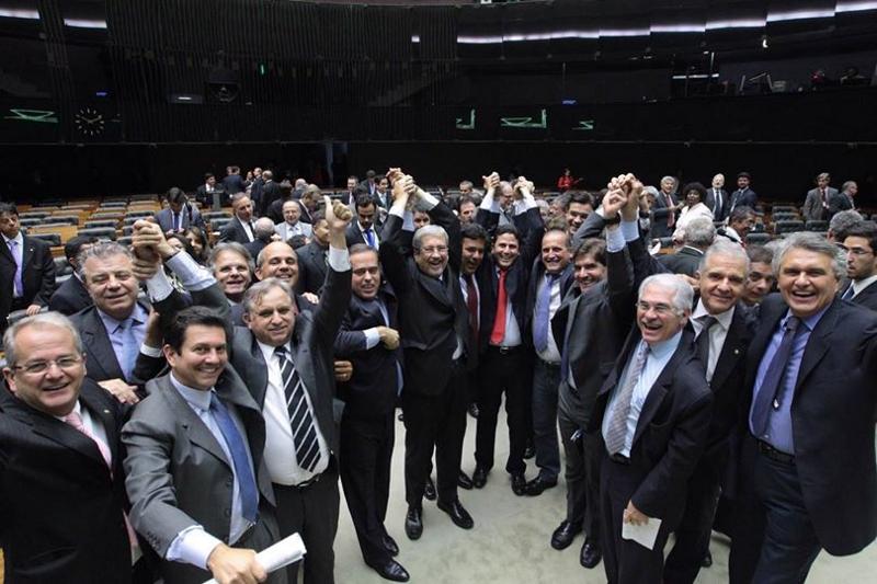 Contra opinião da sociedade, Câmara derruba decreto que regulamenta participação social
