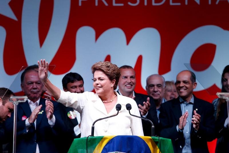Dilma afirma que a reforma política deve ser a primeira e a mais importante