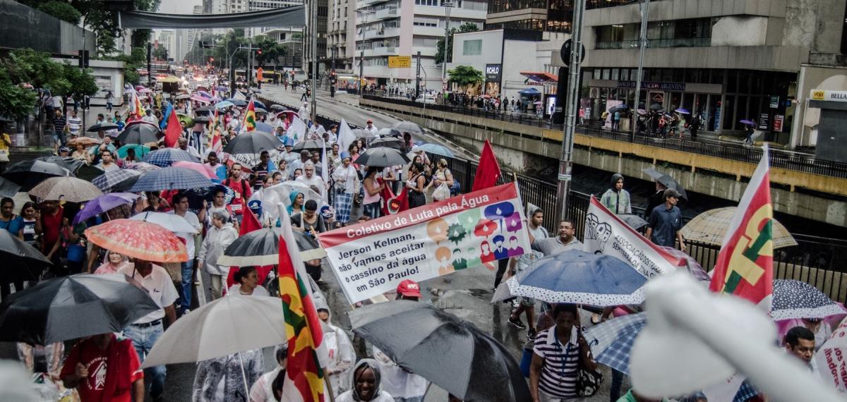 Manifestantes marcham contra falta d'água em São Paulo