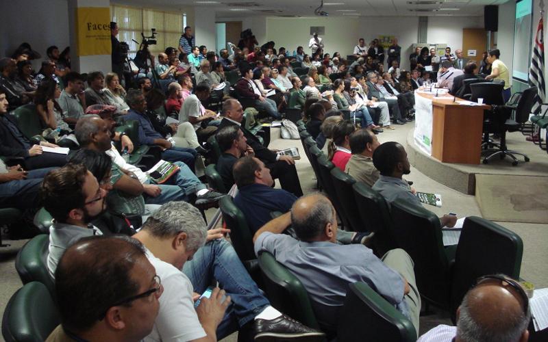 Crise é de gestão da água, avaliam participantes de debate sobre crise hídrica em SP