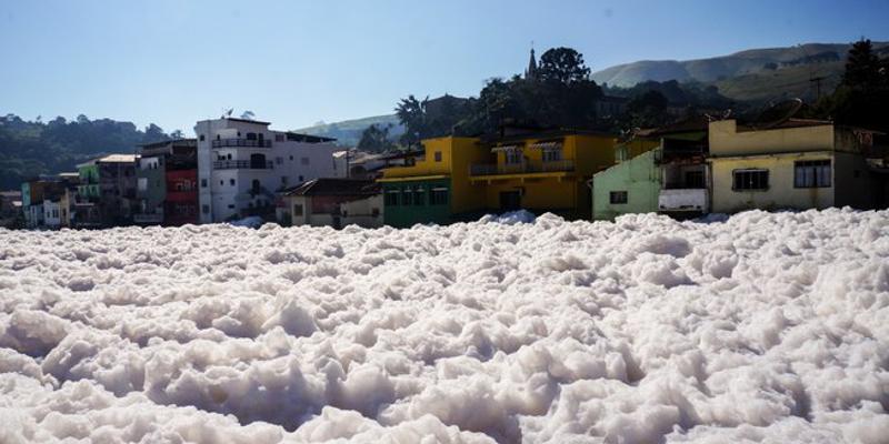 Mancha de poluição no rio Tietê tem recuo tímido após fim da crise hídrica