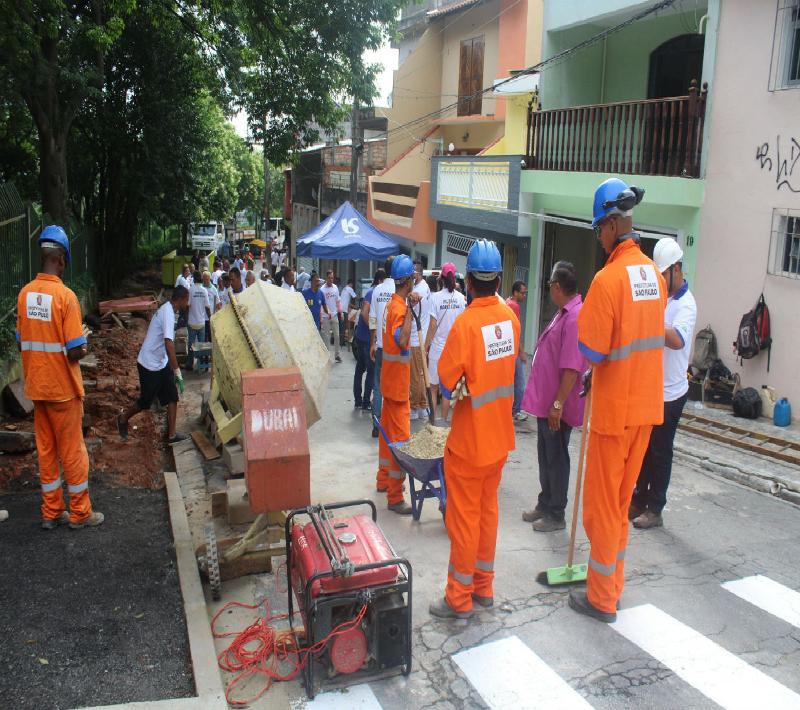 Itaim Paulista recebeu o primeiro mutirão que busca recuperar calçadas